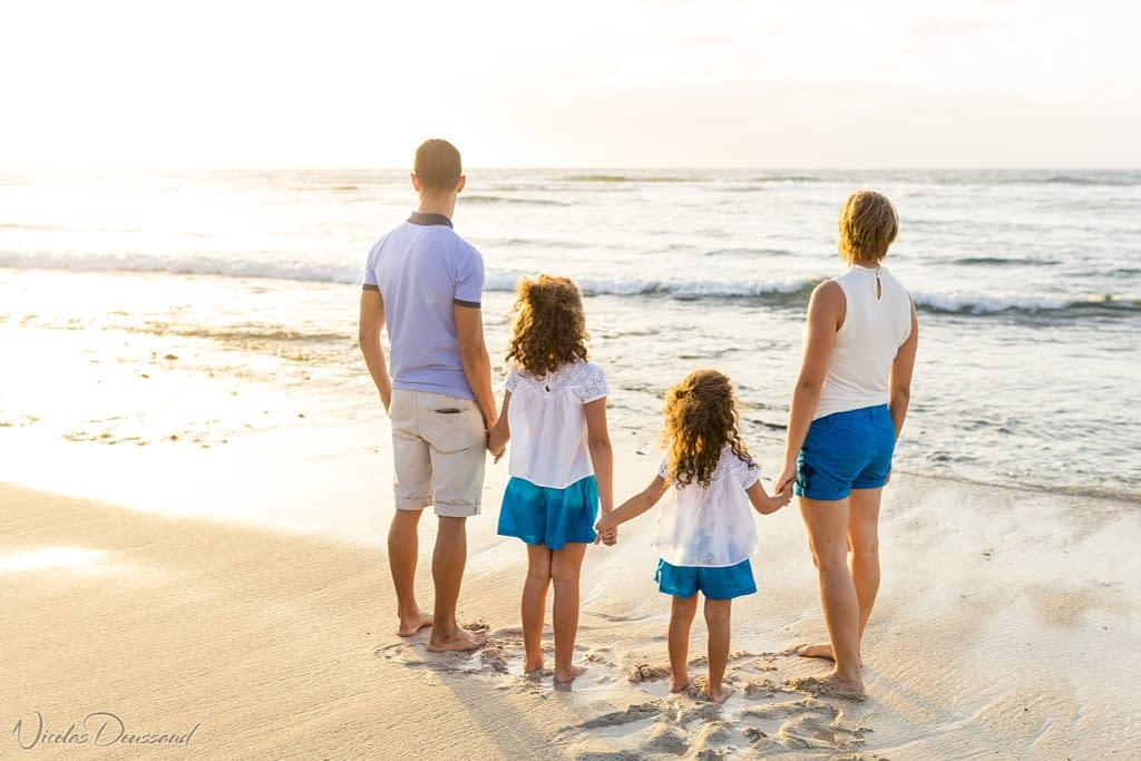Séance photo en famille à la plage à la Réunion Laurence et Yannis